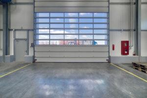 Porte de garage industrielle contenant un verrou électromagnétique