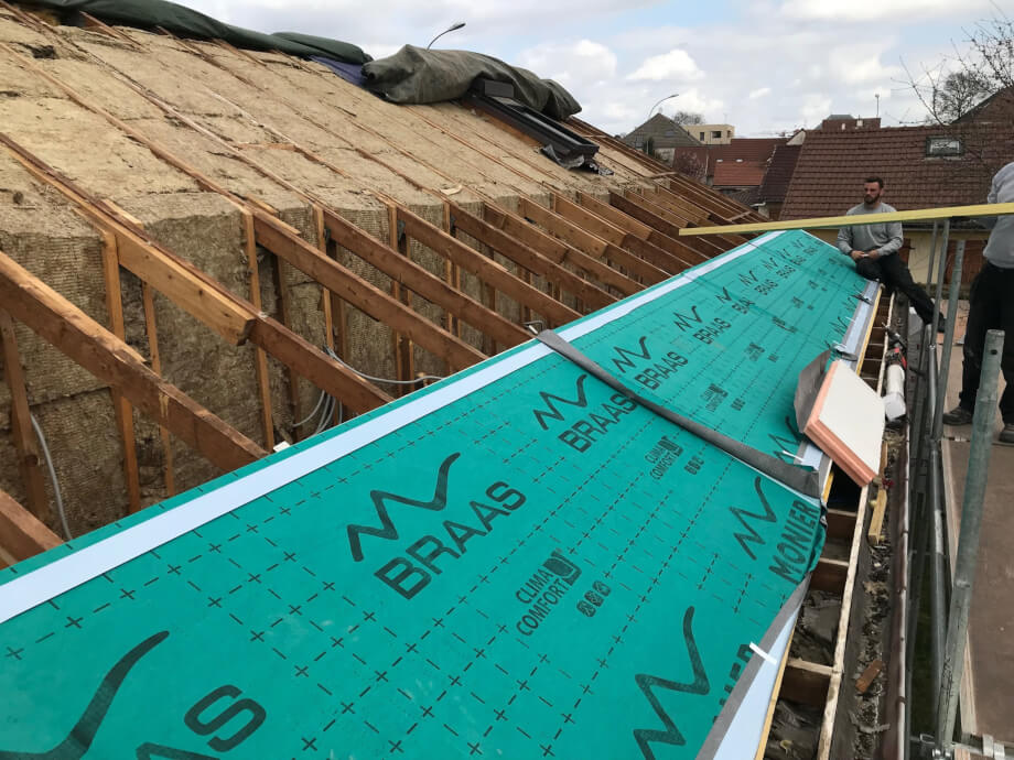 Comment réaliser une isolation toiture Dijon avec la méthode Sarking?