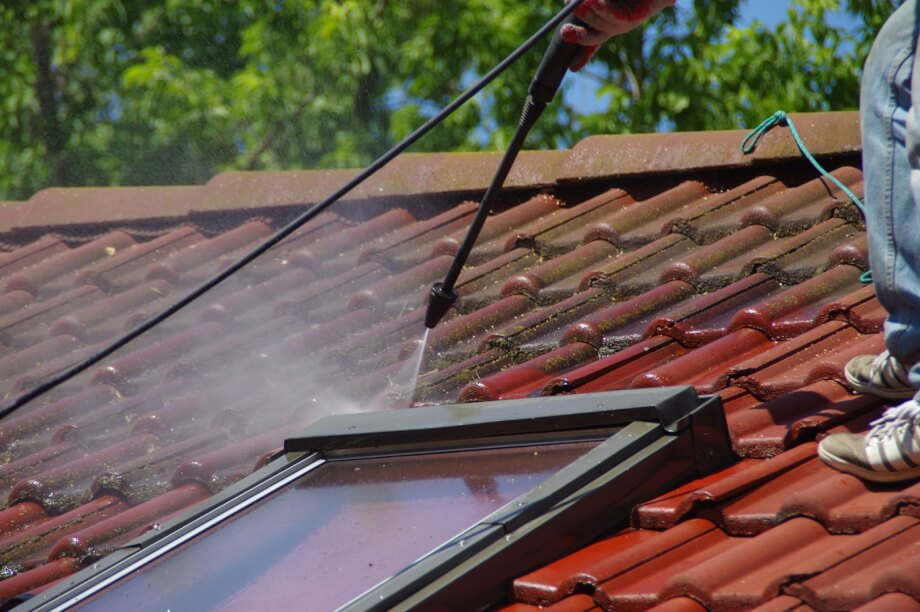 Nettoyage toiture 77 : L'entretien de toit par un professionnel couvreur