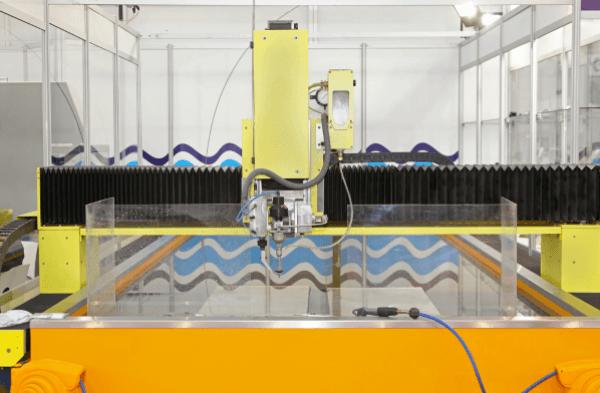 machine découpe jet d'eau