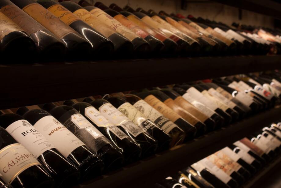 Caviste beaune  : pourquoi y acheter son vin ?